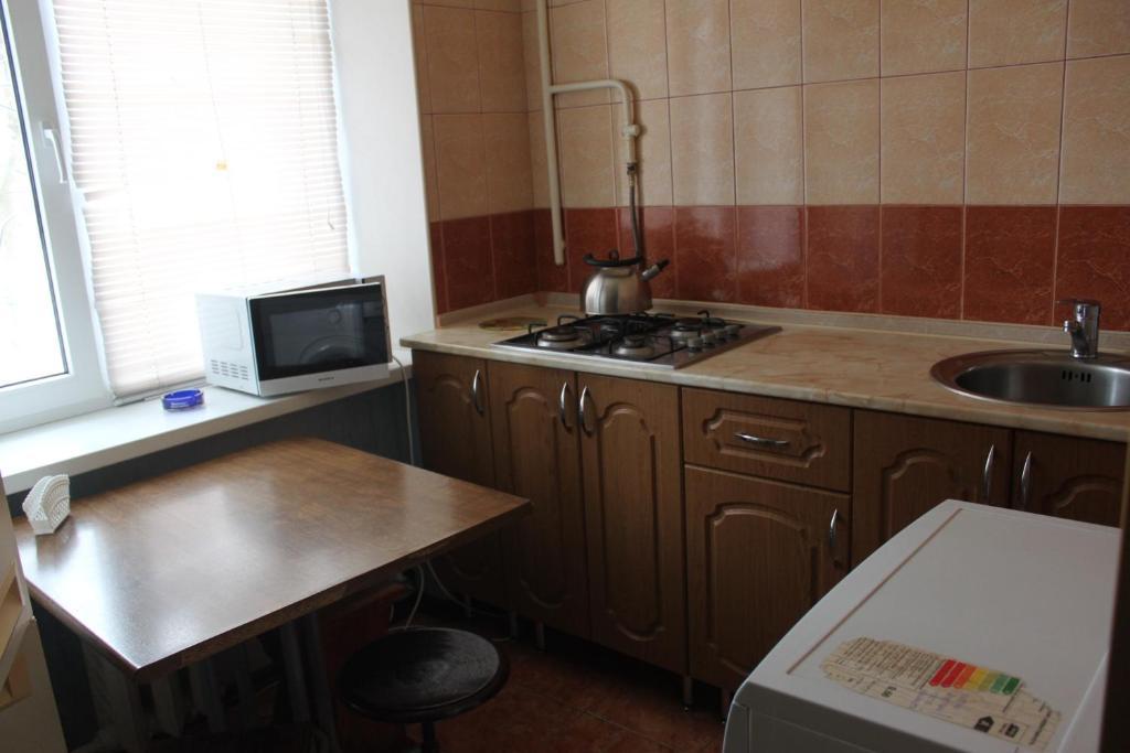 Кухня или мини-кухня в Apartment on Belovo 7