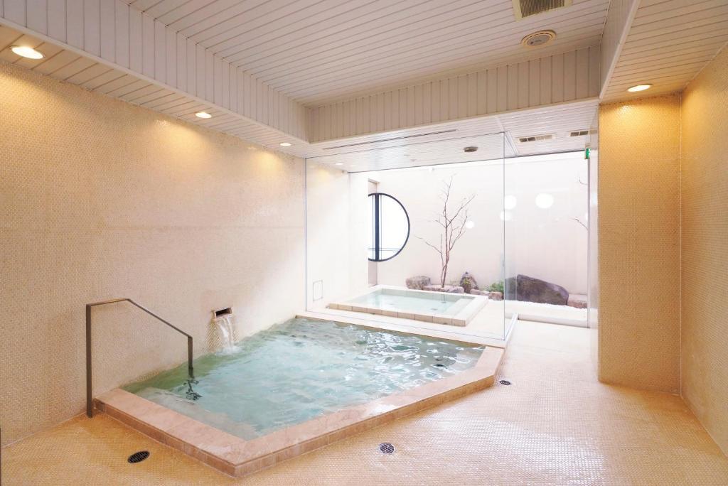 ポイント2.ライトアップされた幻想的な空間!大浴場