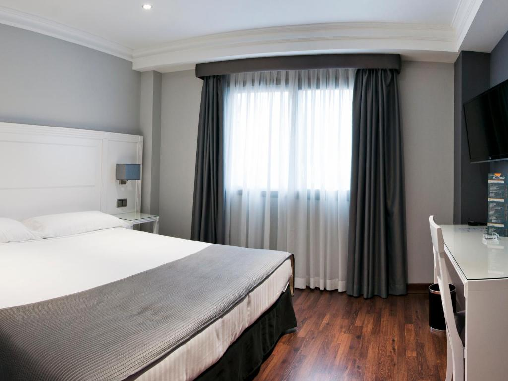 A bed or beds in a room at UVE Alcobendas
