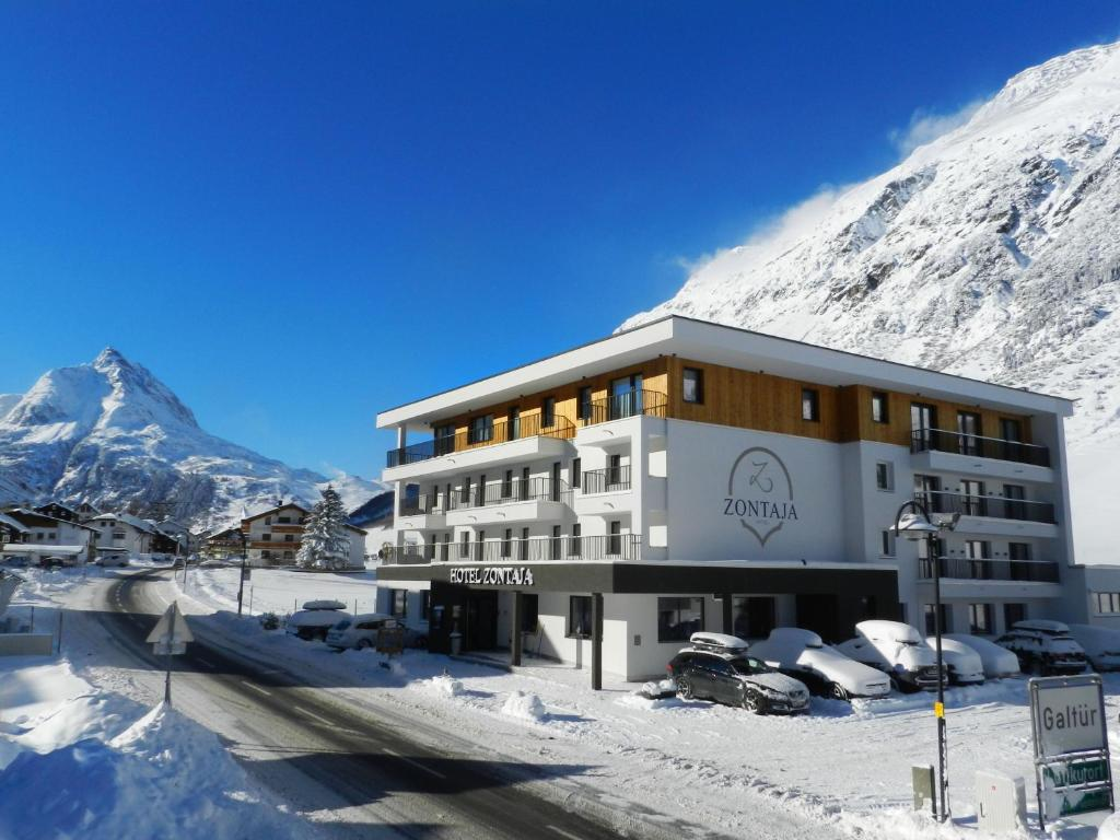 Hotel Zontaja Superior during the winter