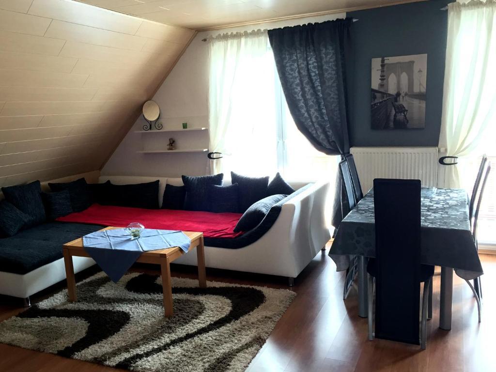 Apartament mosel secretferienwohnung germania kinheim for Secret hotel booking
