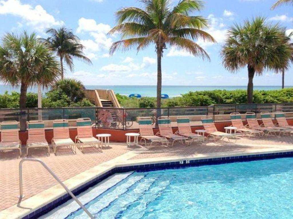 historic hollywood beach resort large studio condo fl. Black Bedroom Furniture Sets. Home Design Ideas