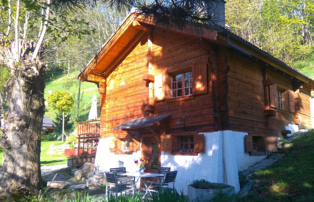 Modern Zwitsers Chalet : Chalet les rindes zwitserland nendaz booking