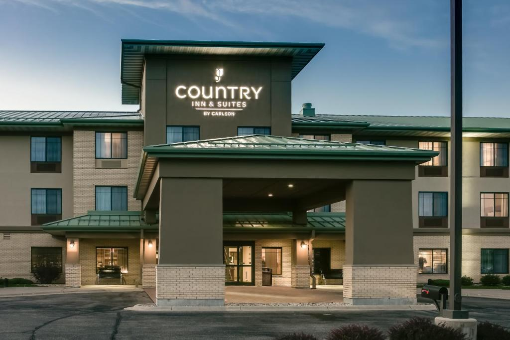 Country inn suites by radisson madison west wi - Exterior house washing madison wi ...