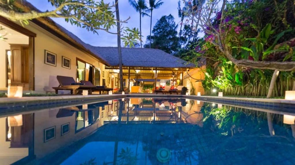Villa plawa bali seminyak indonesia for Bali indonesia hotel booking