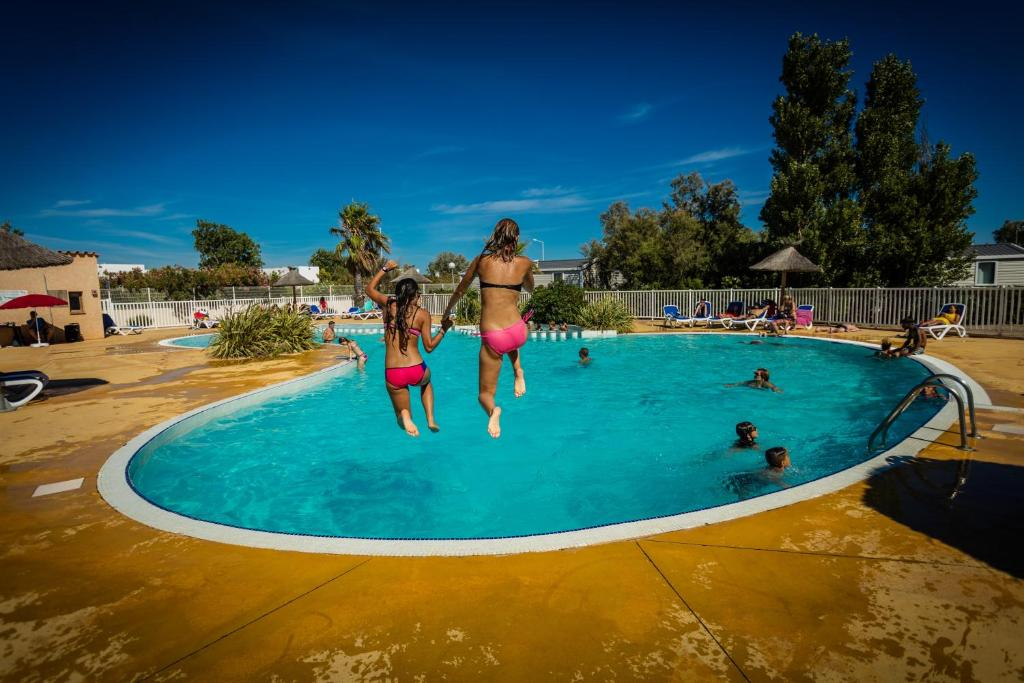 Camping rives des corbi res france port leucate - Camping rives des corbieres port leucate ...
