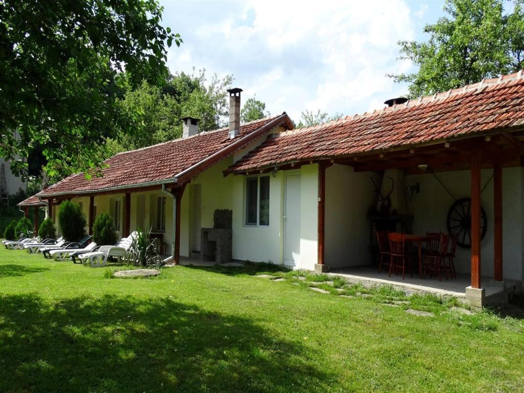 Къща за гости Roden Dom Holiday Home - Априлци