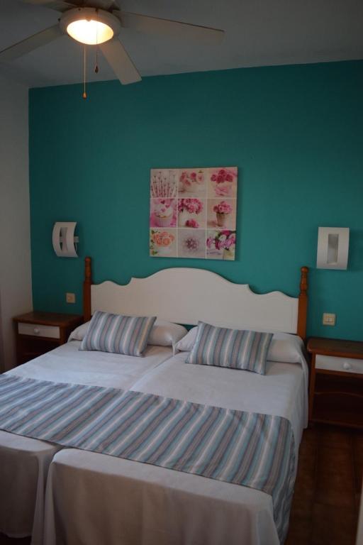 gran imagen de Apartamentos Castell Sol