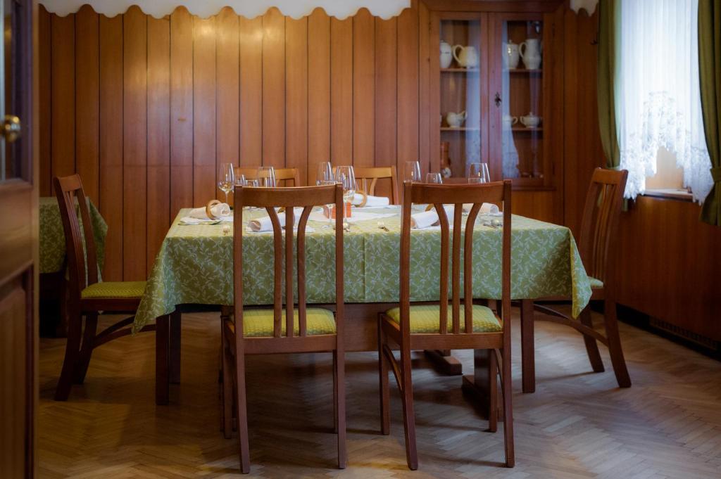 Restavracija oz. druge možnosti za prehrano v nastanitvi Gostilna s Prenočišči Repovž