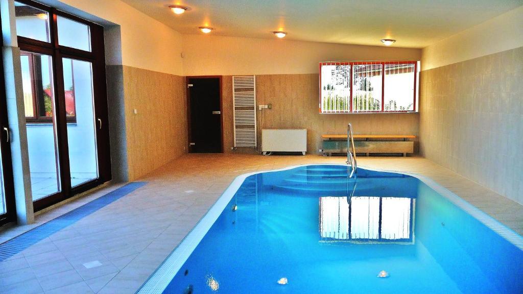 Indoor pool villa  Luxe villa met Indoor Pool en Sauna (Tschechien Nová Bystřice ...