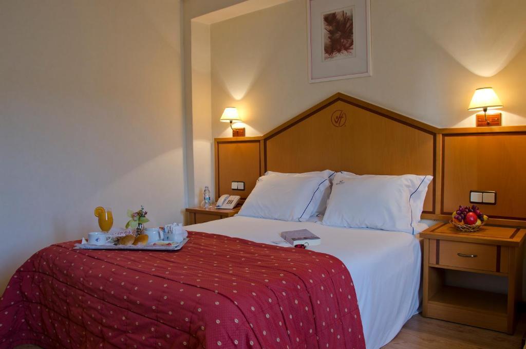 VIP 인 베르나 호텔 객실 침대