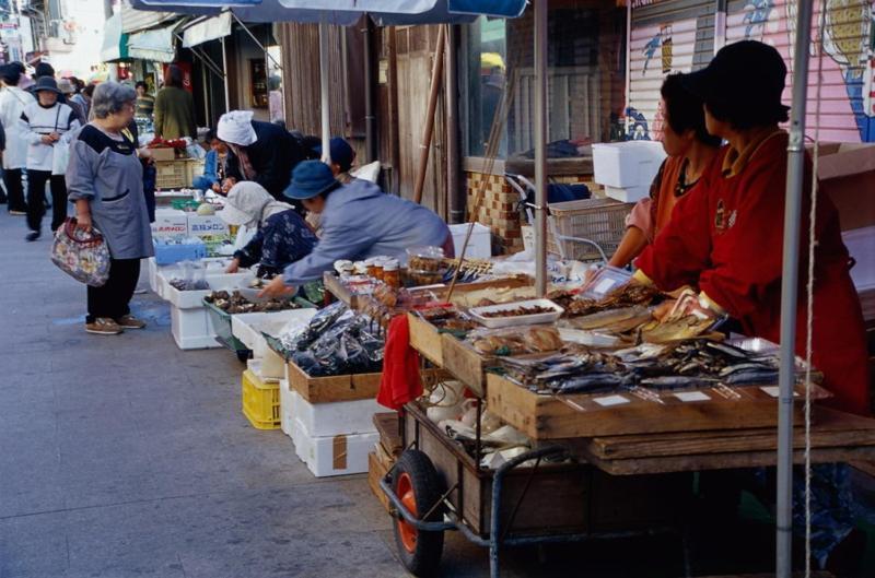 ポイント2.海鮮料理好き必見!呼子朝市すぐそば