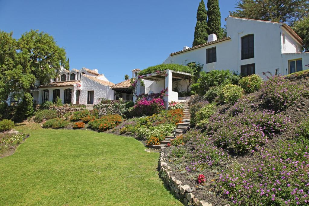 Adrian Casares Country Estate imagen