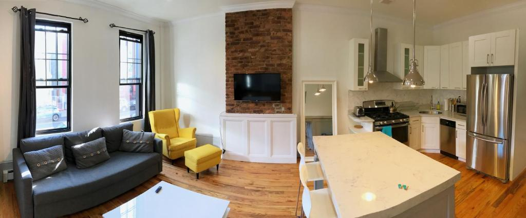 bushwick living room. Gallery image of this property Apartment Jefferson Avenue House  Brooklyn USA Booking com
