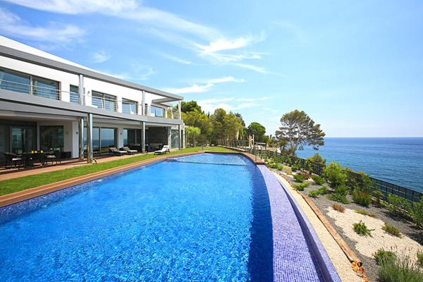 Bonita foto de Luxury brand new villa on the first line from the sea