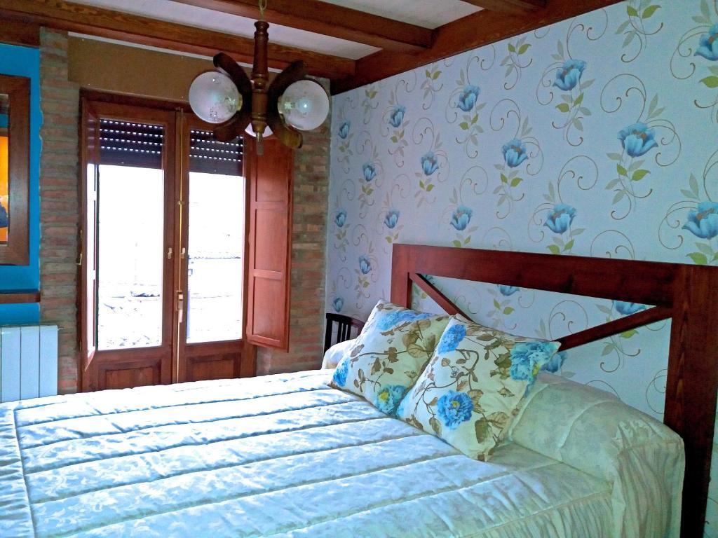 A bed or beds in a room at La Alcoba de Becquer