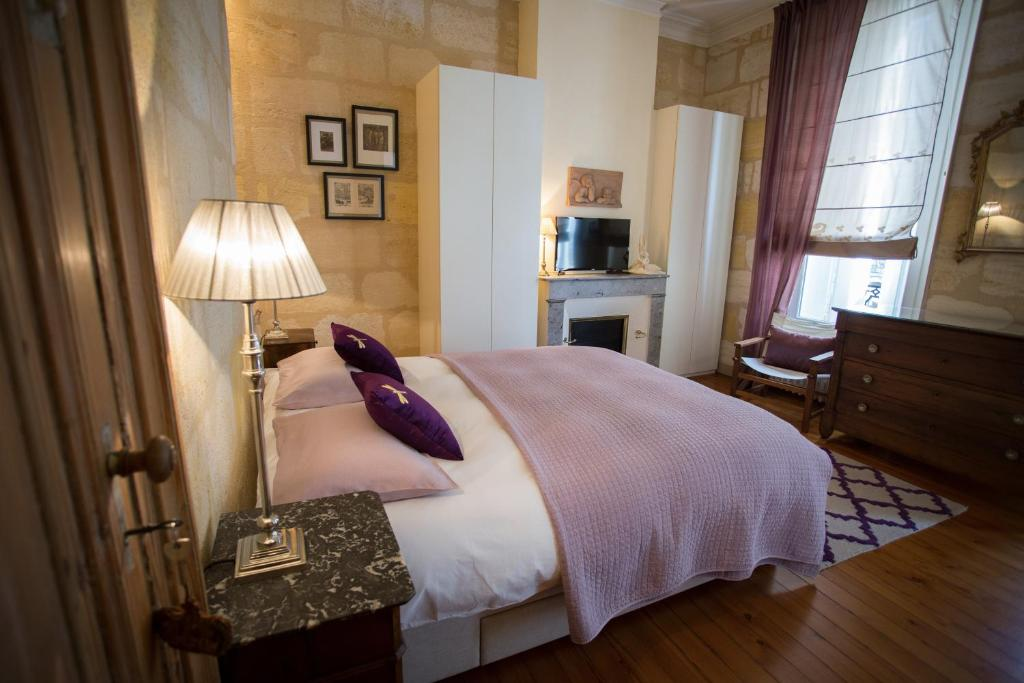 A bed or beds in a room at B&B Bordeaux Wine Lodge