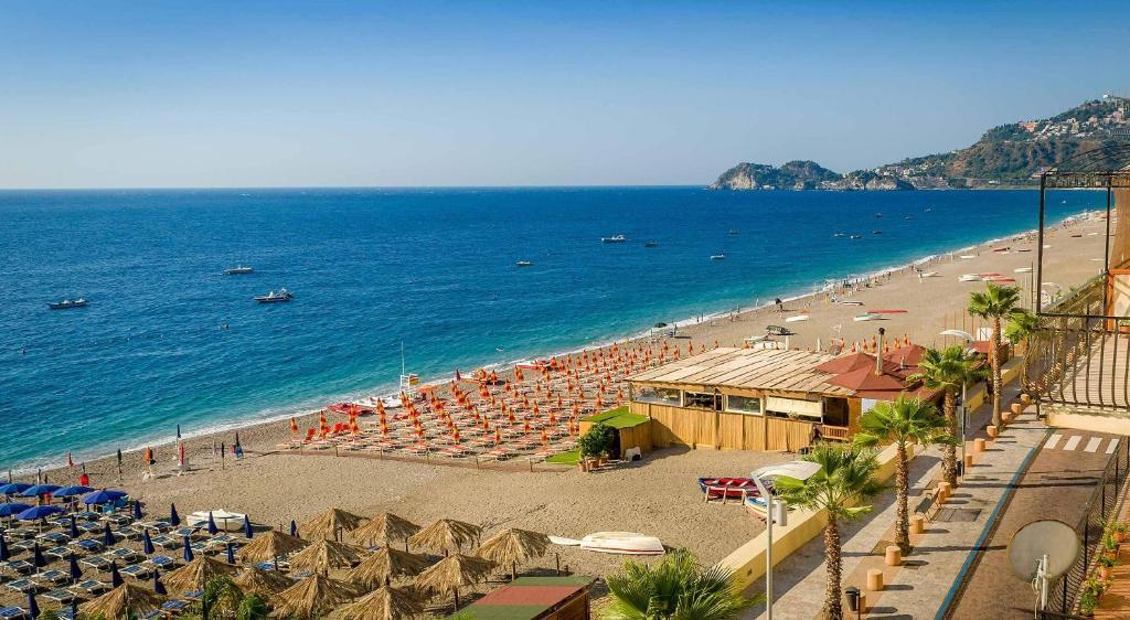 Apartment taormina holiday mazzeo italy - B b giardini naxos sul mare ...