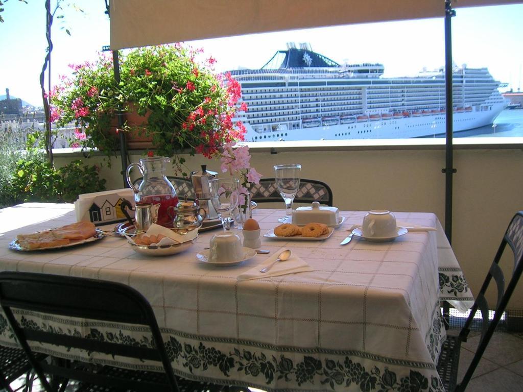 Bed and Breakfast La Terrazza Sul Porto, Genoa, Italy - Booking.com