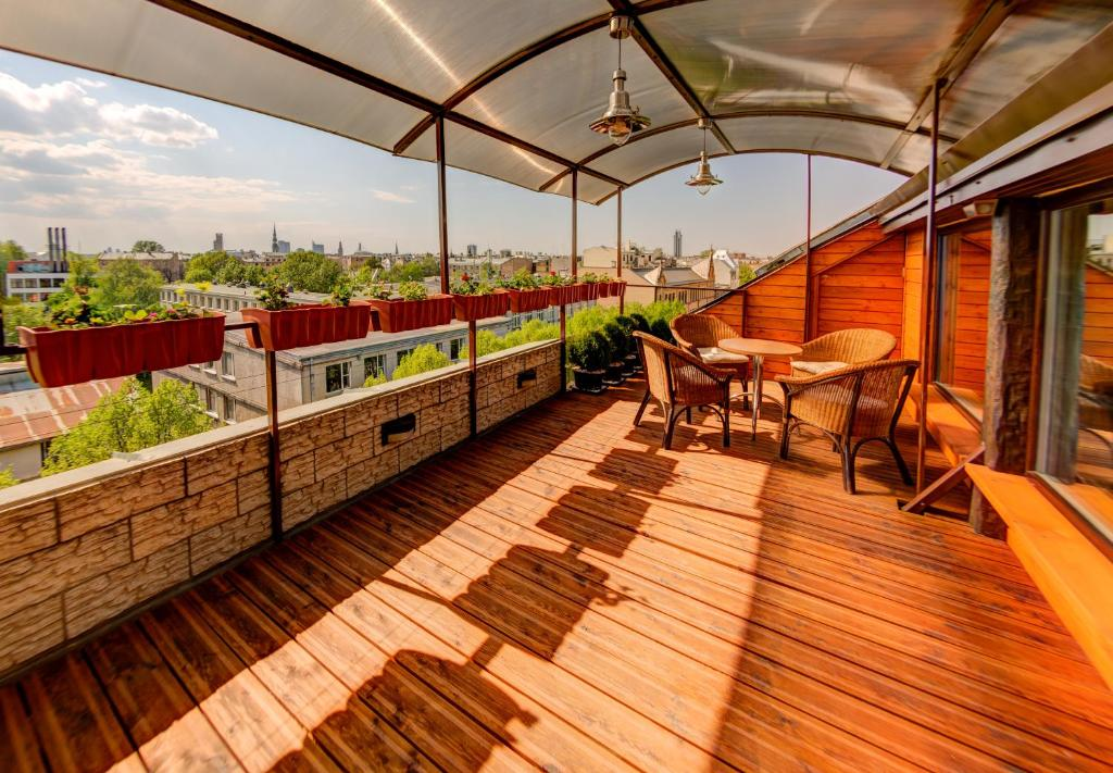 Apartment roof garden terrace riga latvia for Patio terrace