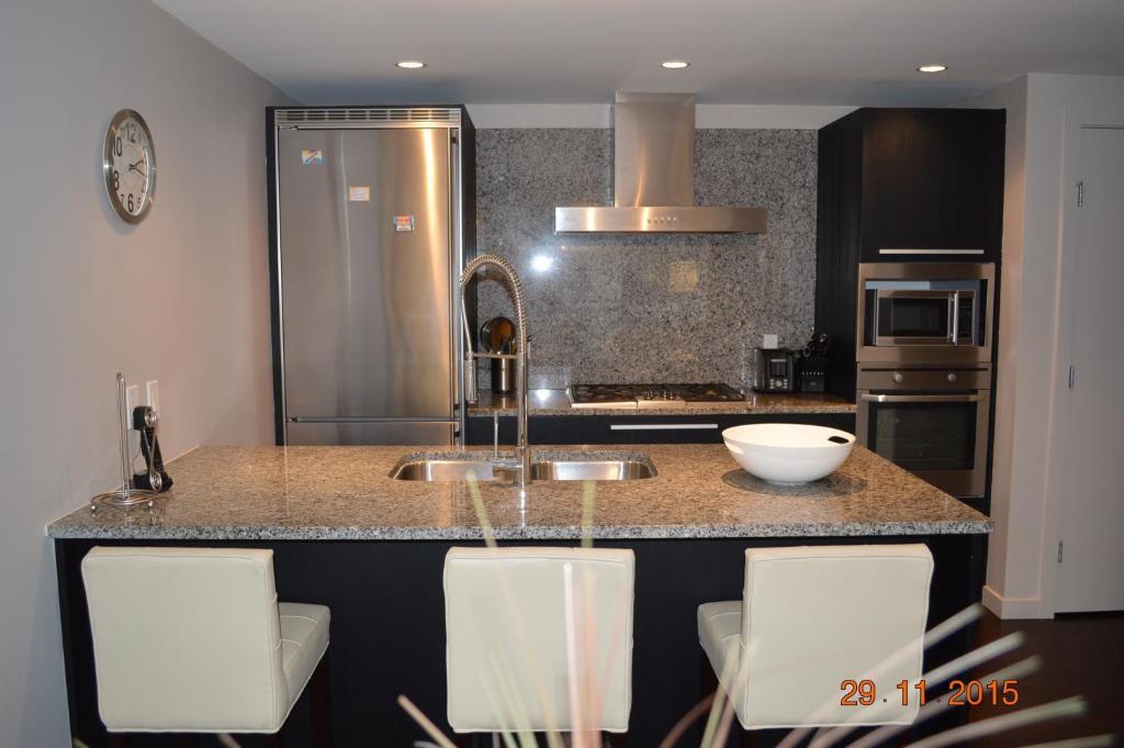 Apartment The Camelot, Victoria, Canada - Booking com