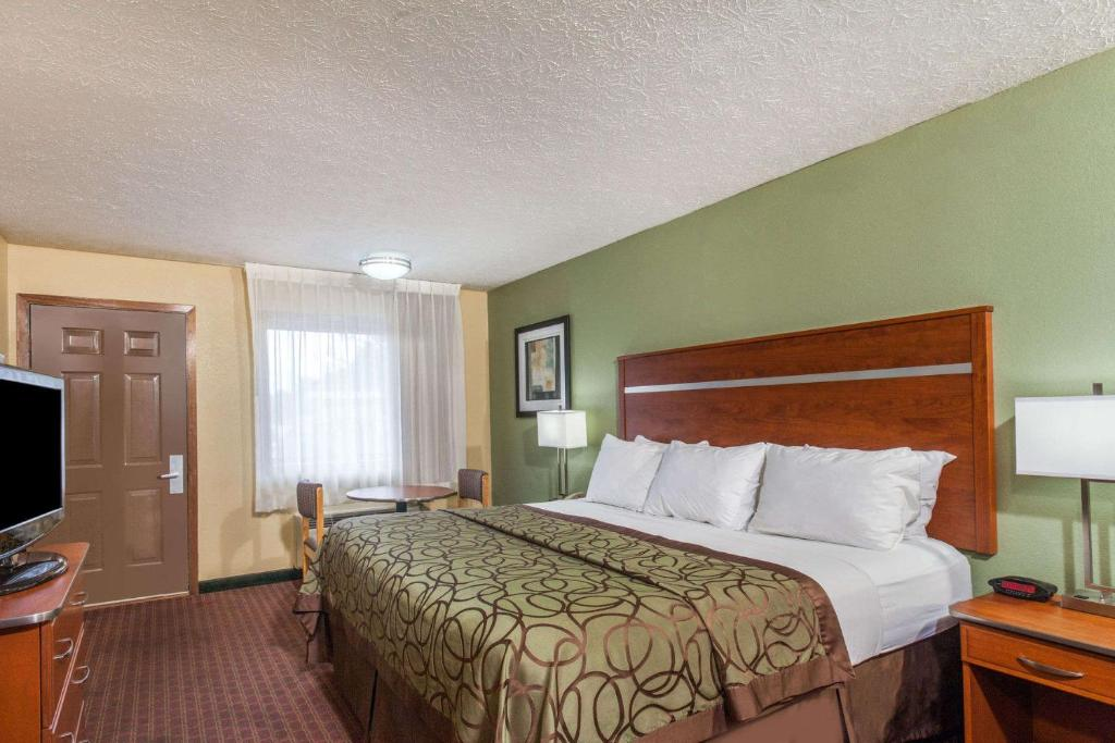 Baymont Inn Suites Pigeon Forge Usa Deals