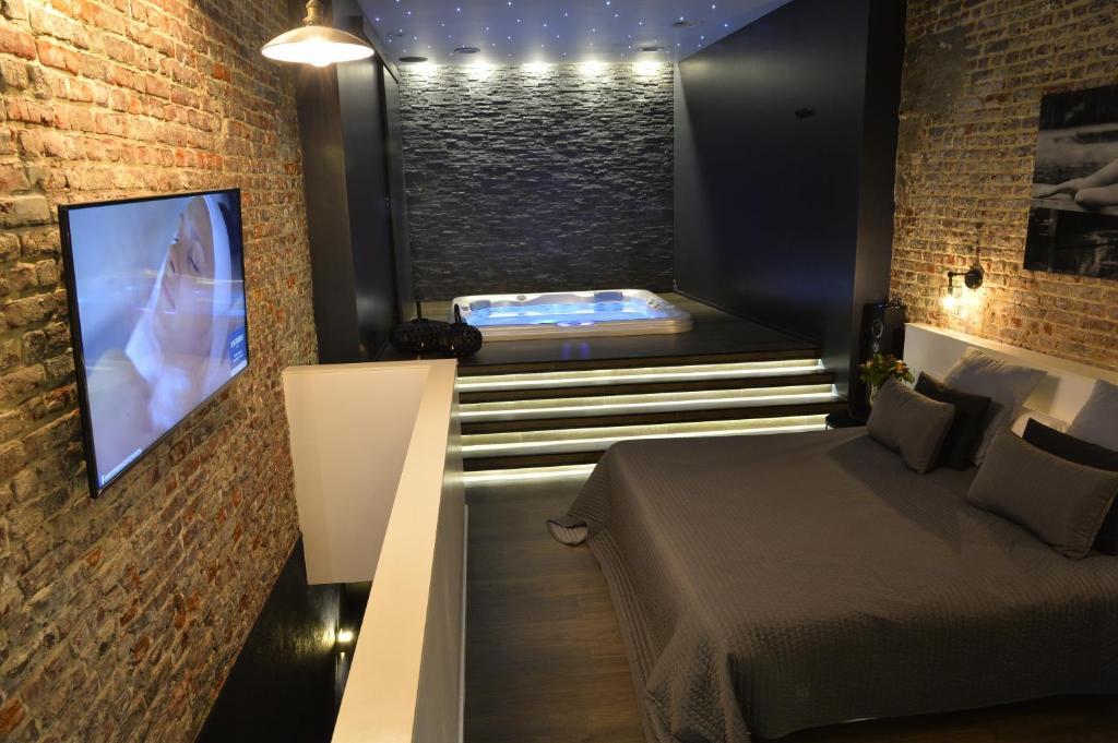 Appartement chambre avec jacuzzi sauna privatif belgique for Chambre avec jacuzzi barcelone