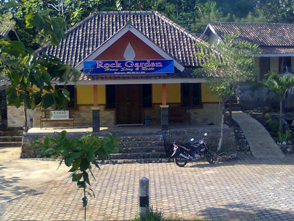 Rock Garden Homestay Resto Wonosari