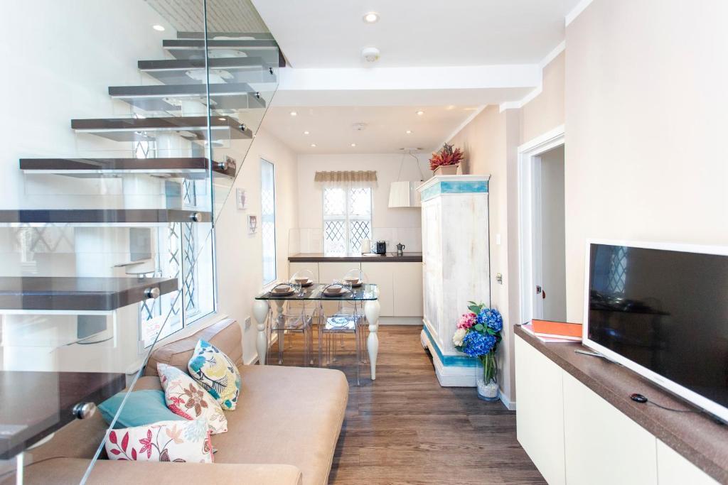 A kitchen or kitchenette at ItalianFlat - Strand