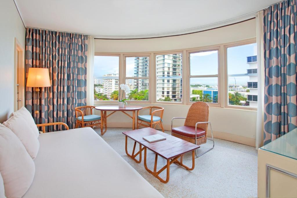 the raleigh hotel miami beach fl. Black Bedroom Furniture Sets. Home Design Ideas