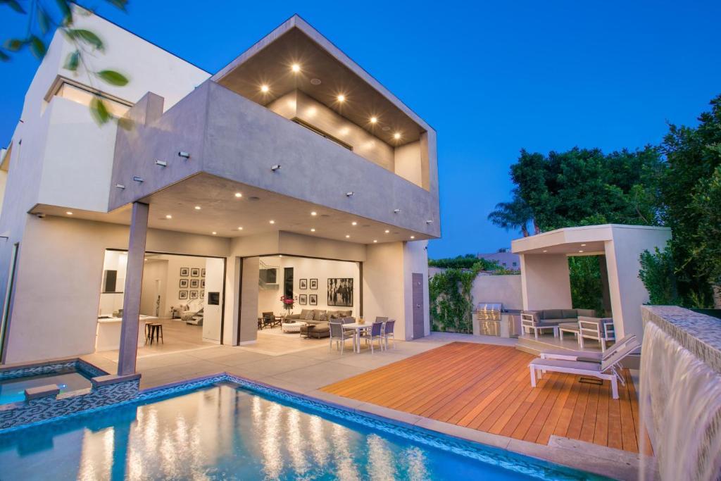 1031 west hollywood modern villa los angeles ca. Black Bedroom Furniture Sets. Home Design Ideas