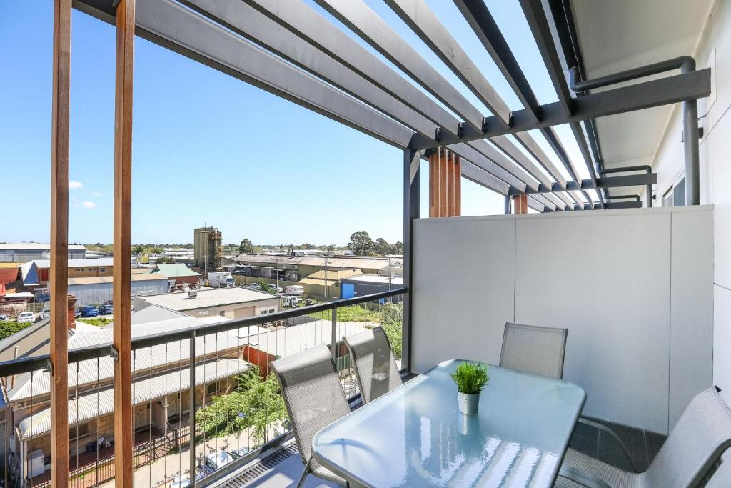 Magnificent Apartment + FREE car park near CBD, Adelaide ...