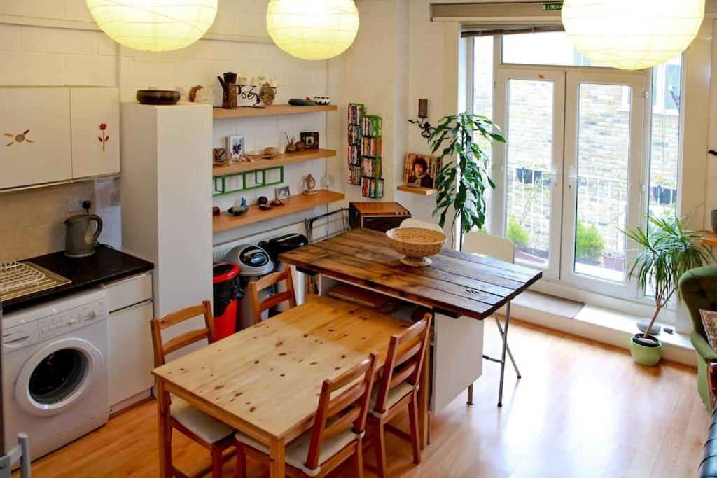 Studio Apartment London bright self contained studio apartment, london, uk - booking