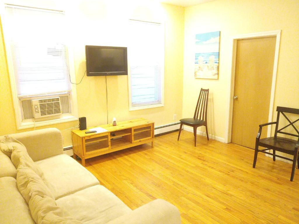 Apartment Wood Floors, Jacuzzi, NYC Views, Jersey City, NJ - Booking.com