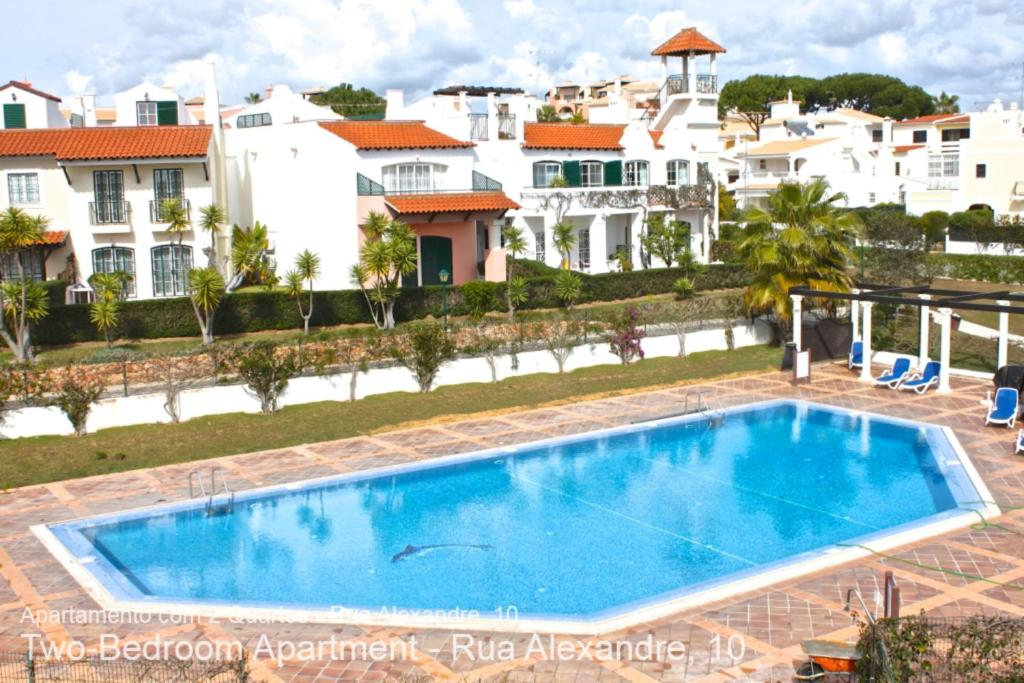 A view of the pool at Akisol Vilamoura Villag or nearby