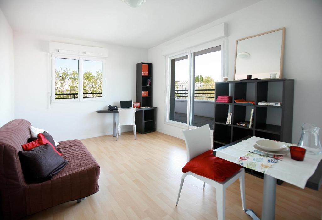 residence suiteasy einstein ii nantes france. Black Bedroom Furniture Sets. Home Design Ideas