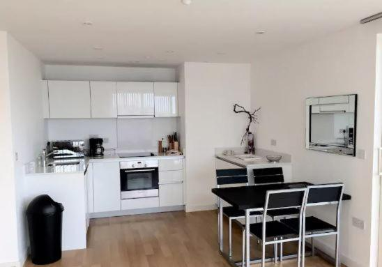 Apartment bright flat modern deco london uk booking.com