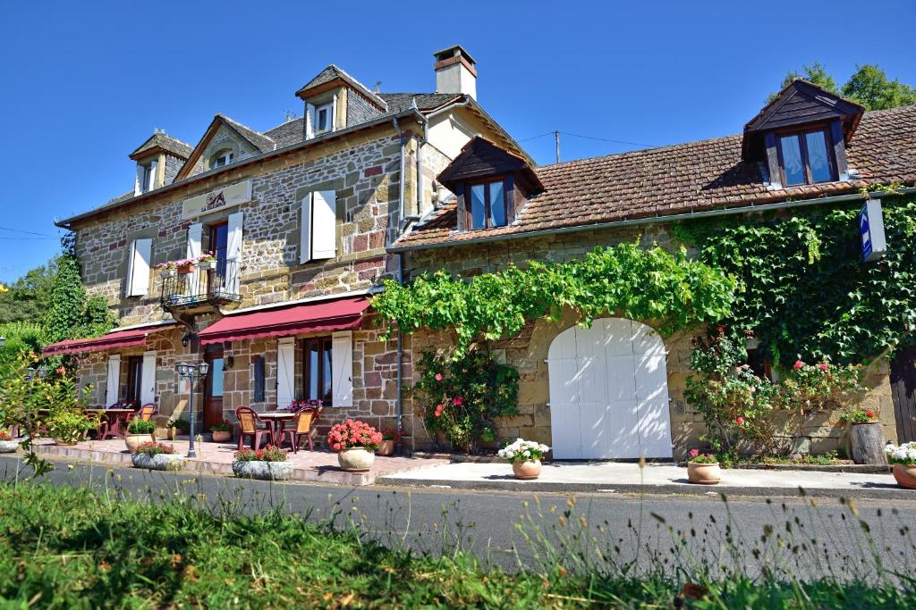 Guesthouse chambres d 39 h tes la diligence noailhac for Chambre d hote hotel
