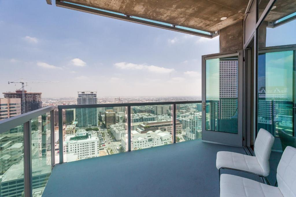 Apartment downtown l a 36 story breath taking view for Penthouse apartment los angeles