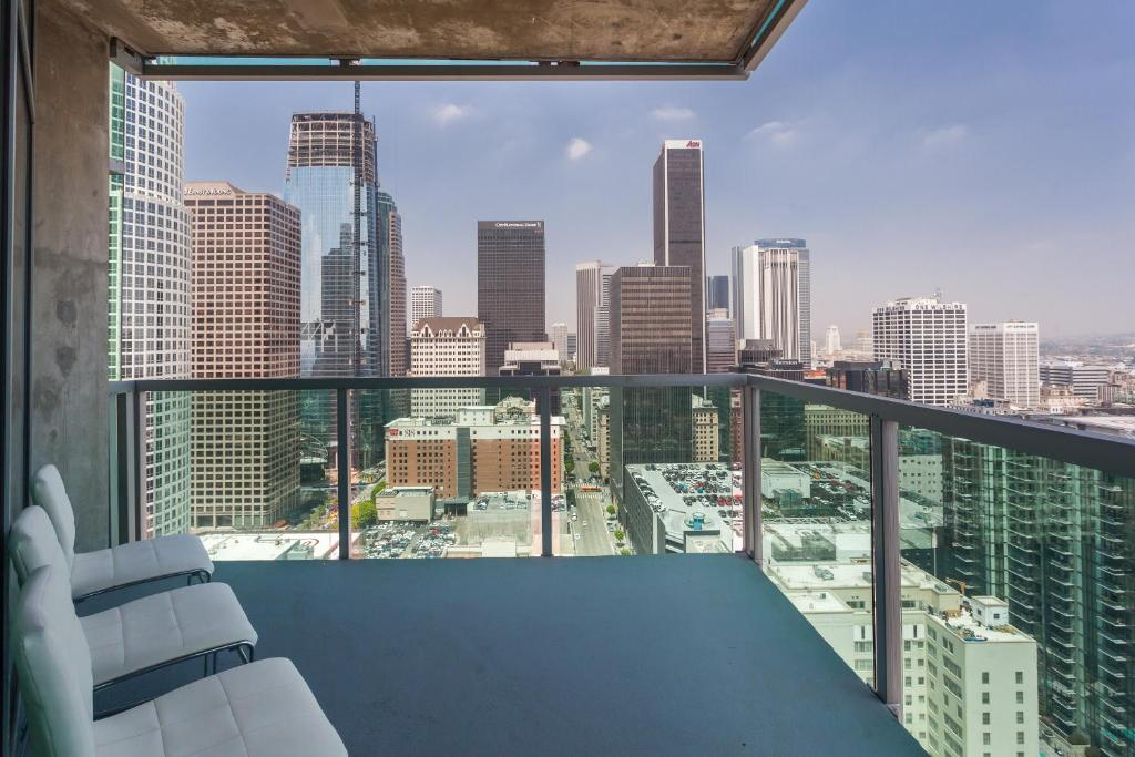 Apartment DOWNTOWN L.A. 36 Story Breath Taking View ...