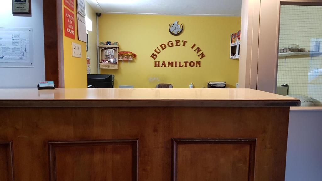 The lobby or reception area at Budget Inn 2000