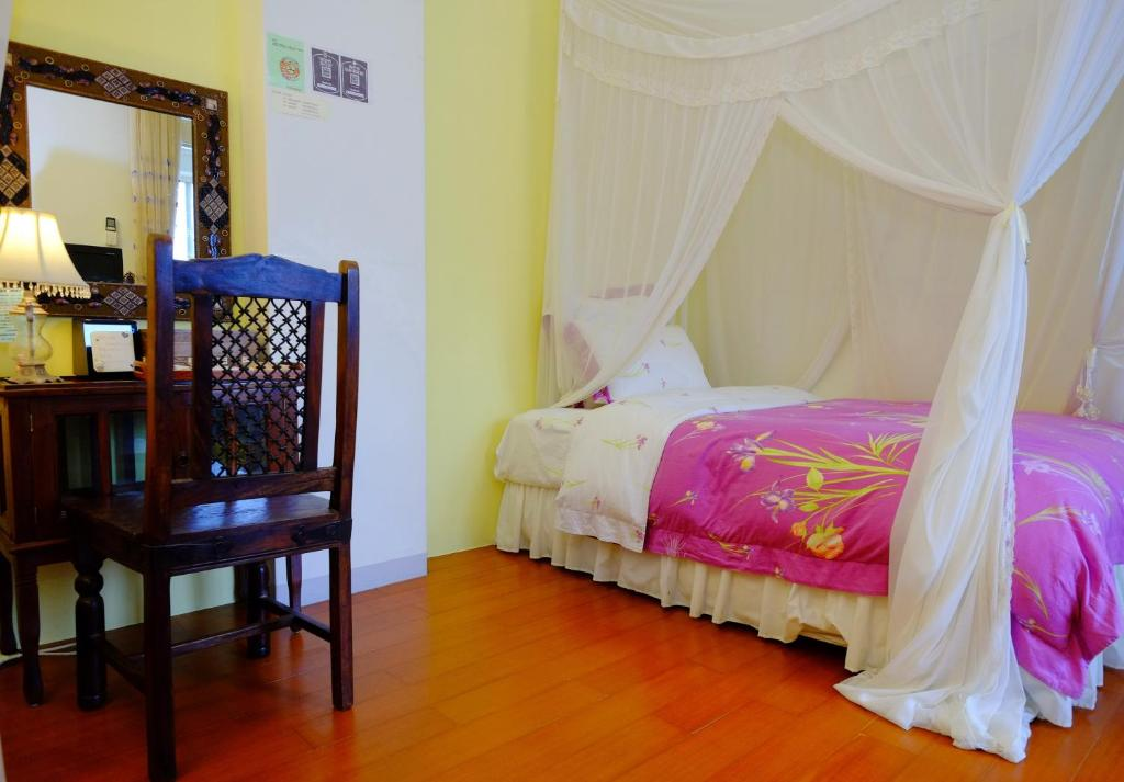 A bed or beds in a room at Spring Garden Homestay