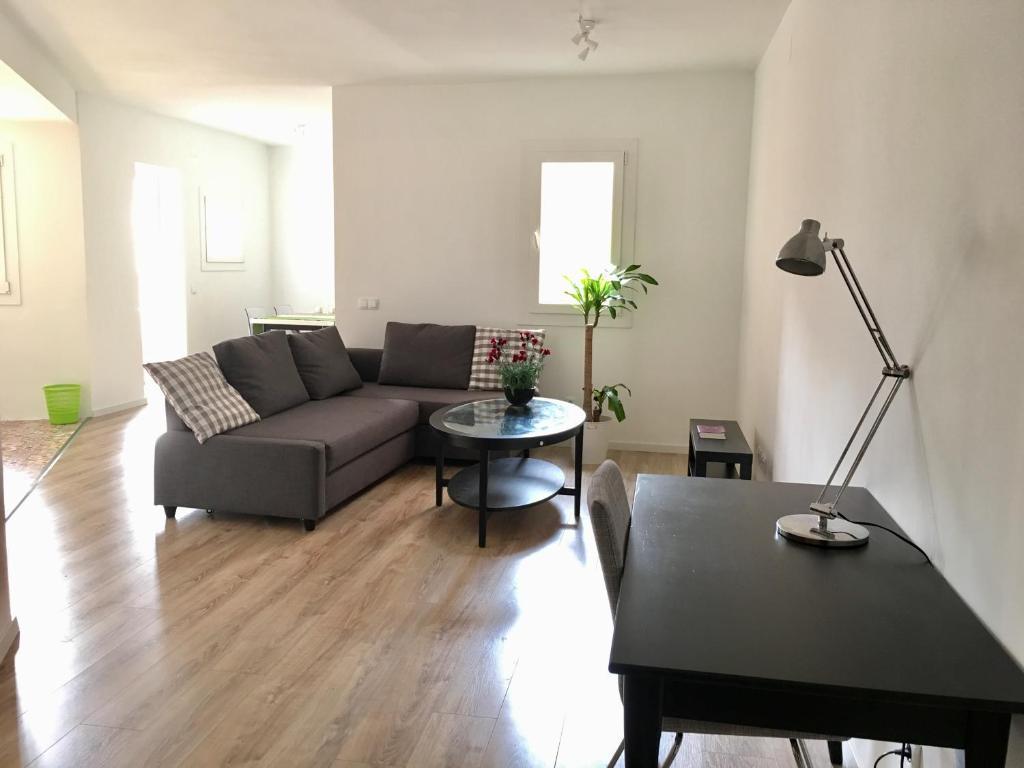 A seating area at Akira Camp Nou Class Apartments