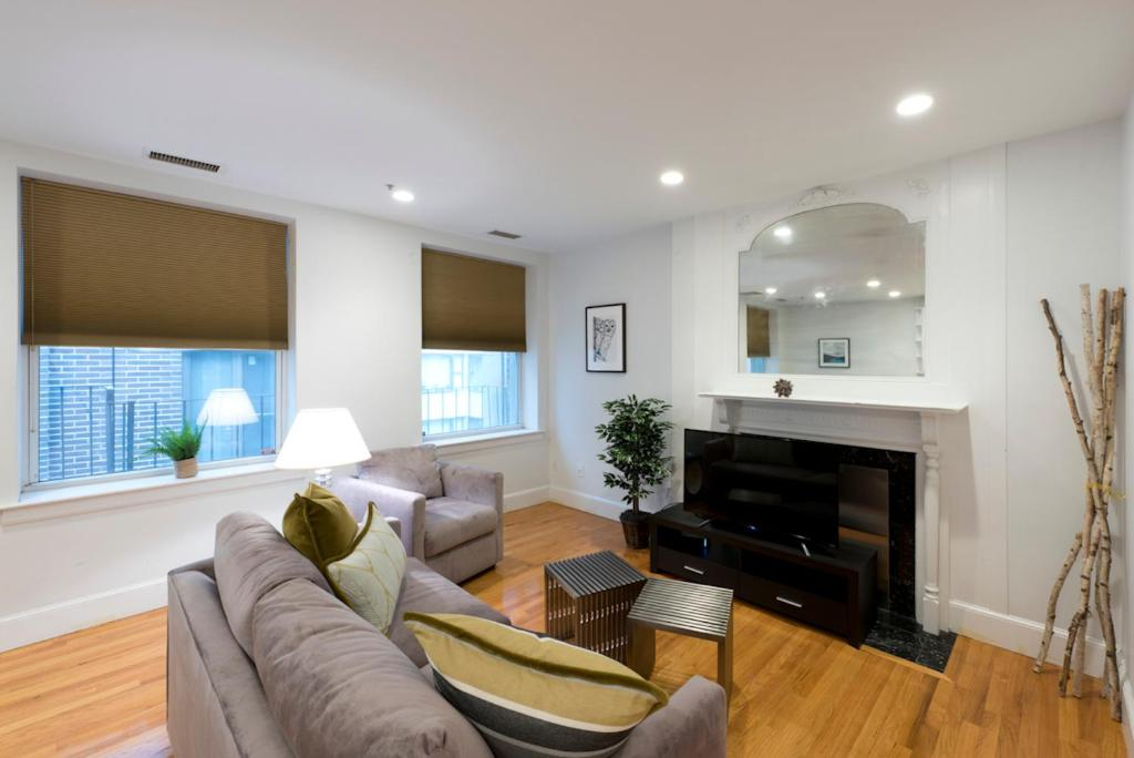 Gallery image of this property. Apartment One Bedroom on Boylston Street Apt 8  Boston  MA