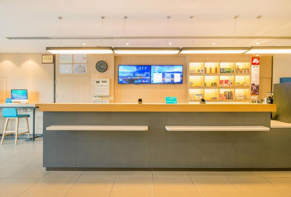 The lobby or reception area at Hanting Hotel Shenzhen Zhuzilin