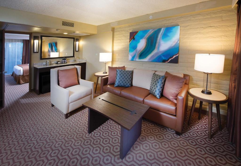 A Seating Area At Doubletree Suites By Hilton Tucson Williams Center