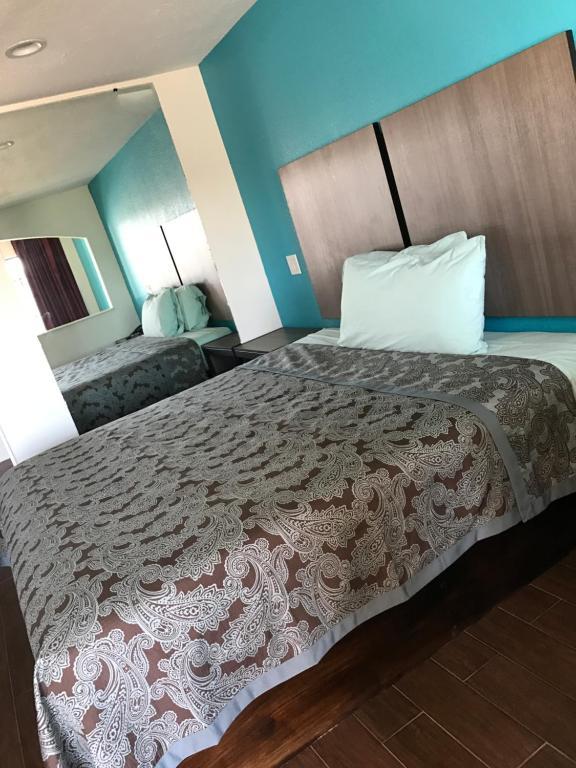 Moonlight Inn & Suites