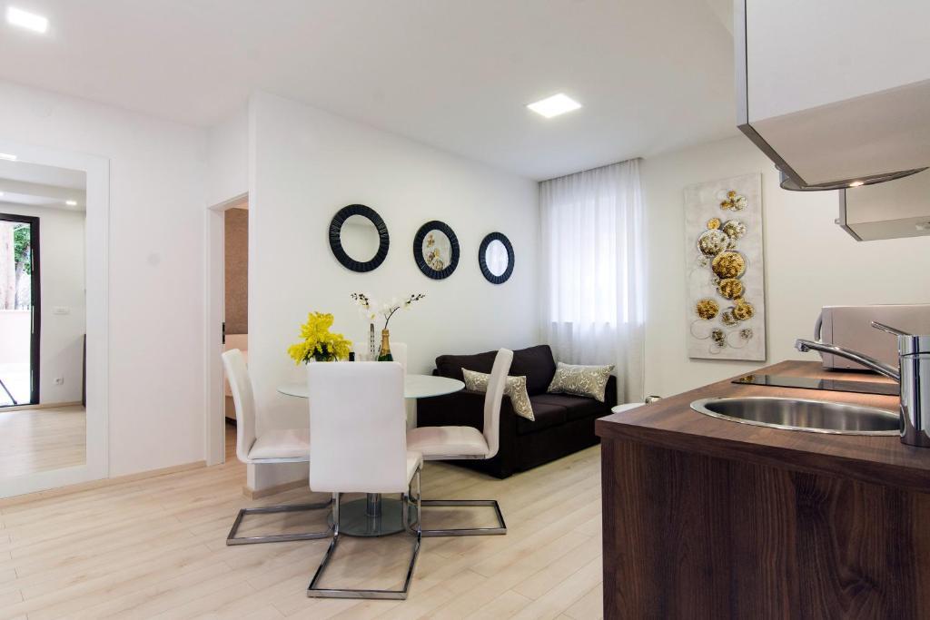 Luxury Garden House & Apartments, Zadar, Croatia - Booking.com
