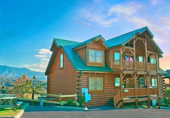 Mountaintop Lodge- 8 Bedroom Cabin, Sevierville, TN - Booking.com