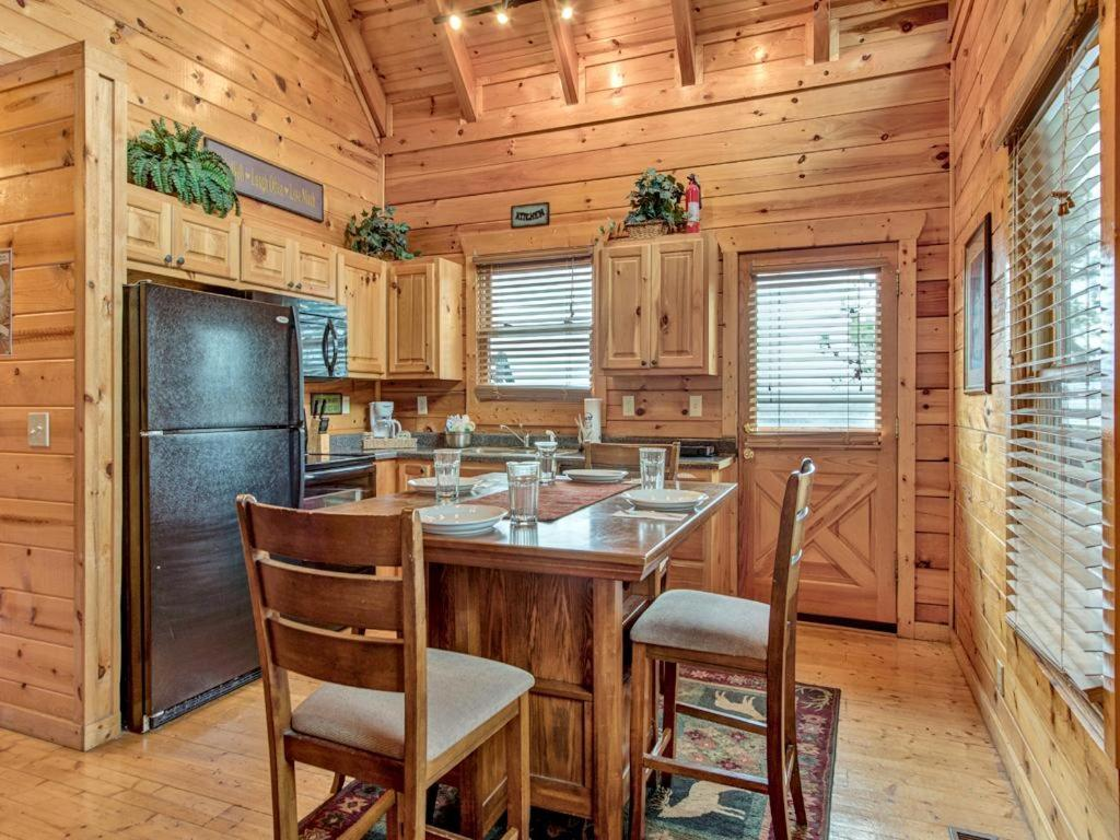 vacation home majestic view ii three bedroom cabin pigeon forge